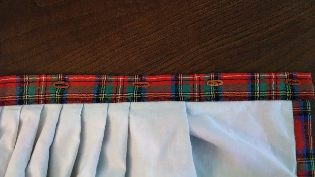 Sewing a Braveheart Kilt Part II: button holes (https://thefarmingdaughter.com/2015/03/03/braveheart-part-ii/)