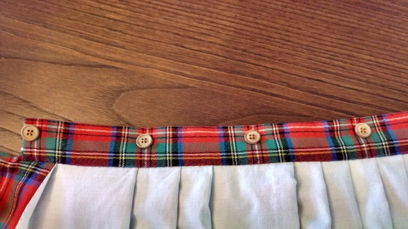 Sewing a Braveheart Kilt Part II: buttons (https://thefarmingdaughter.com/2015/03/03/braveheart-part-ii/)